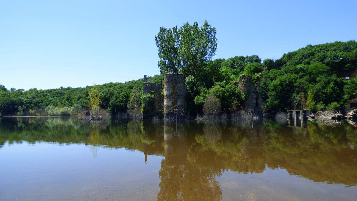 Les ruines du château de Grandval.