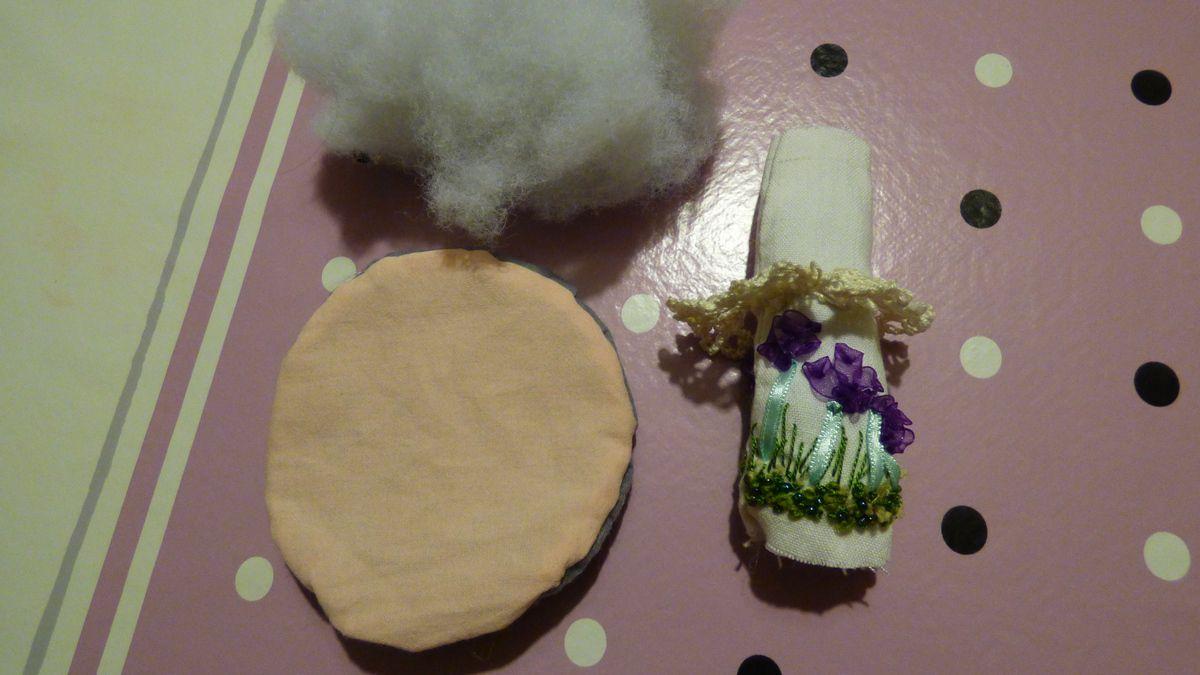 Nouvelle création aux fils et rubans: un champignon.