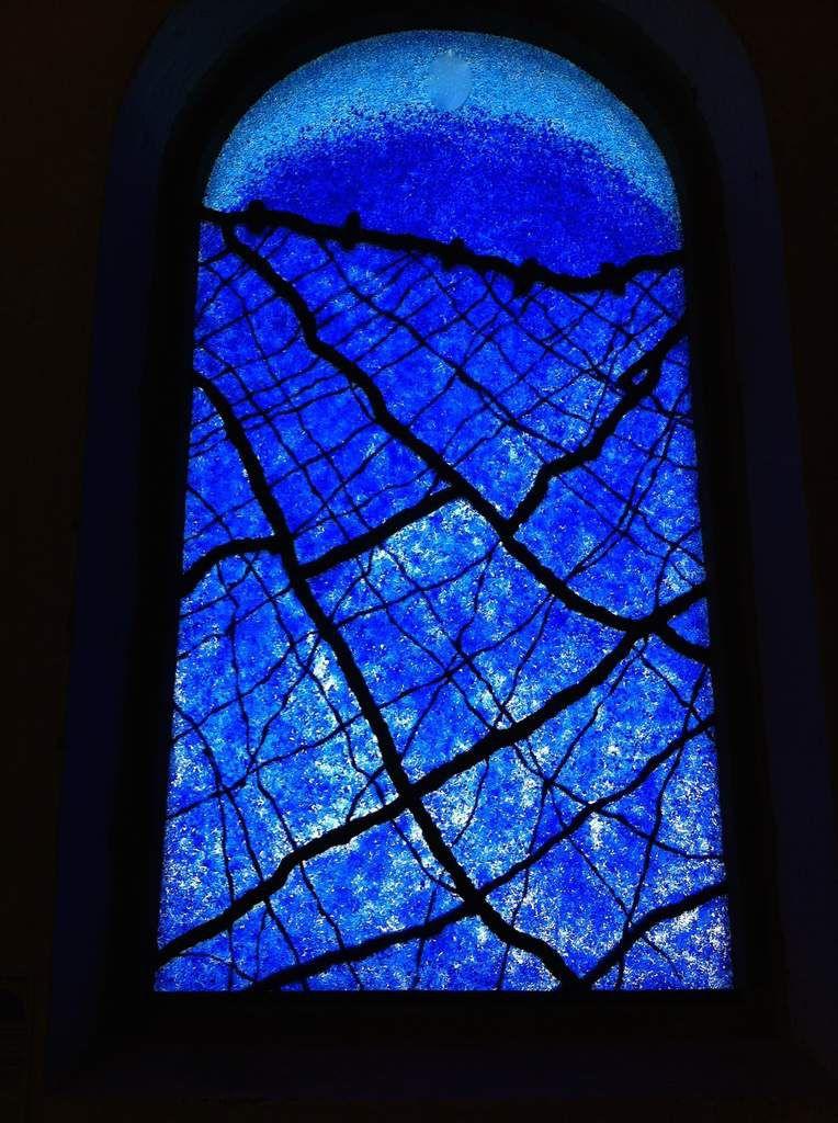 L'Oeil de la Conscience ?              Vitrail Chapelle St Julien Quiberon La Lumière de la Conscience.
