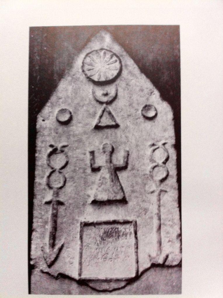 Stèle Funéraire provenant de Carthage.