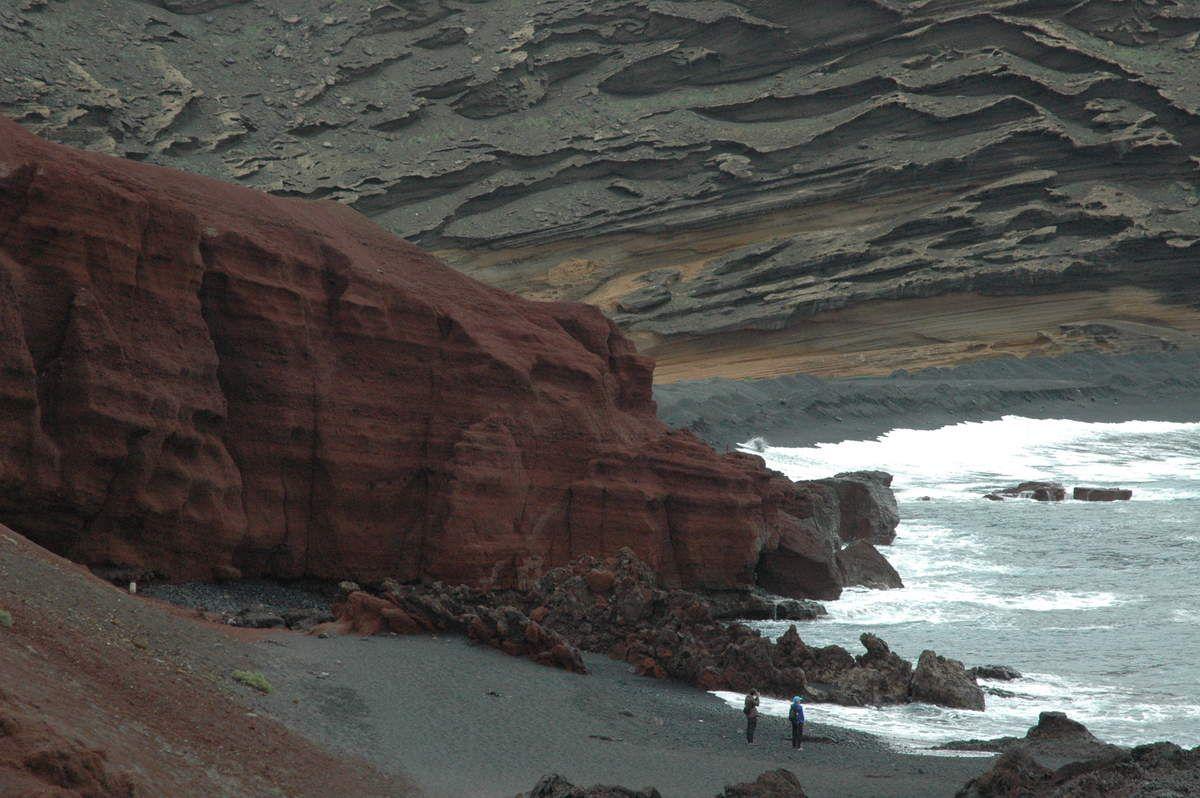 Lanzarote (Canaries) en 1730 le Volcan crache pendant 19 jours la lave se répand dans la mer.