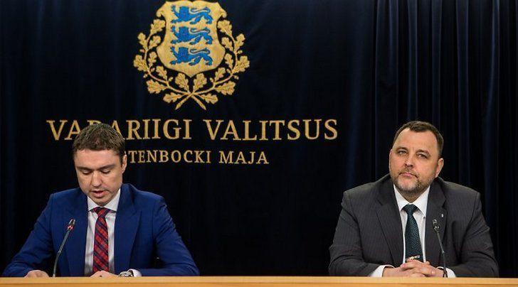 MM. Taavi Rõivas et Sven Sester en conférence de presse en marge du Conseil des ministres