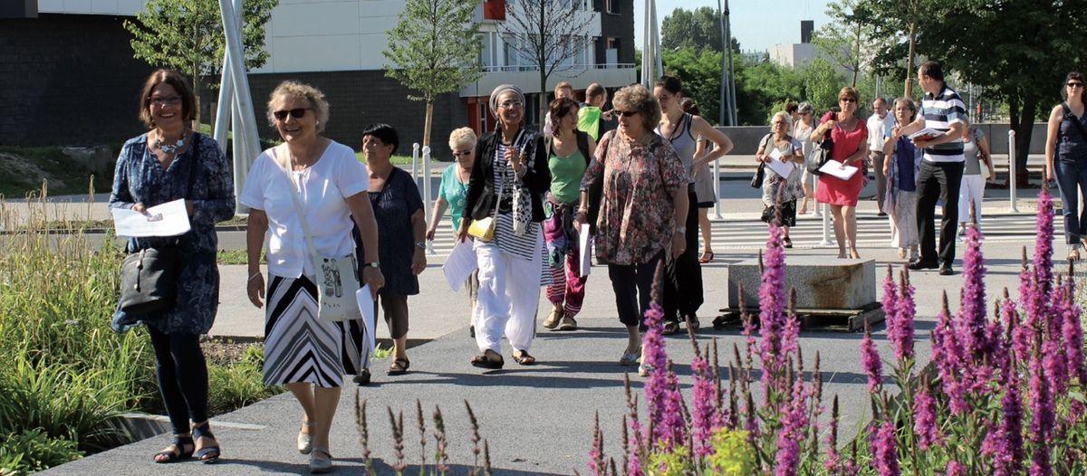 """L'idée nous vient du Canada : la """"Marche exploratoire des femmes"""", initiée dans les années 1990 à Toronto et Montréal, est aujourd'hui expérimentée par une douzaine de villes françaises en vue de nouvelles dynamiques participatives susceptibles d'améliorer le cadre de vie urbain. (Photo : CGET)"""