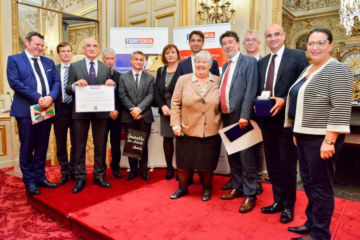 La remise des Prix Territoria 2016, catégorie Optimisation des ressources, parrainés par les Innov'Acteurs, le 23 novembre dans les Salons de Boffrand de la Présidence du Sénat.