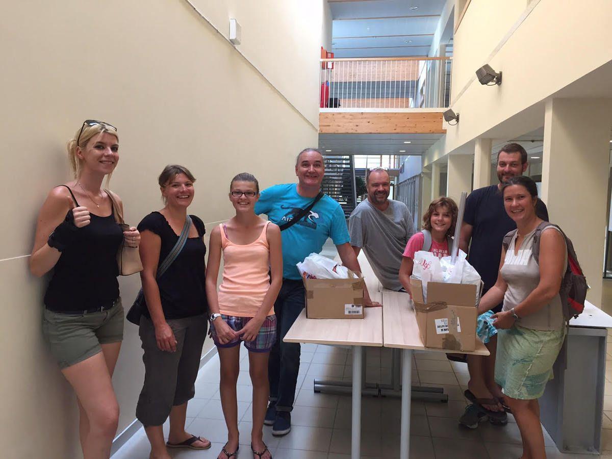 29/09/15 fin de journée après une permanence de 8 heures - Photo souvenir avec quelques bénévoles