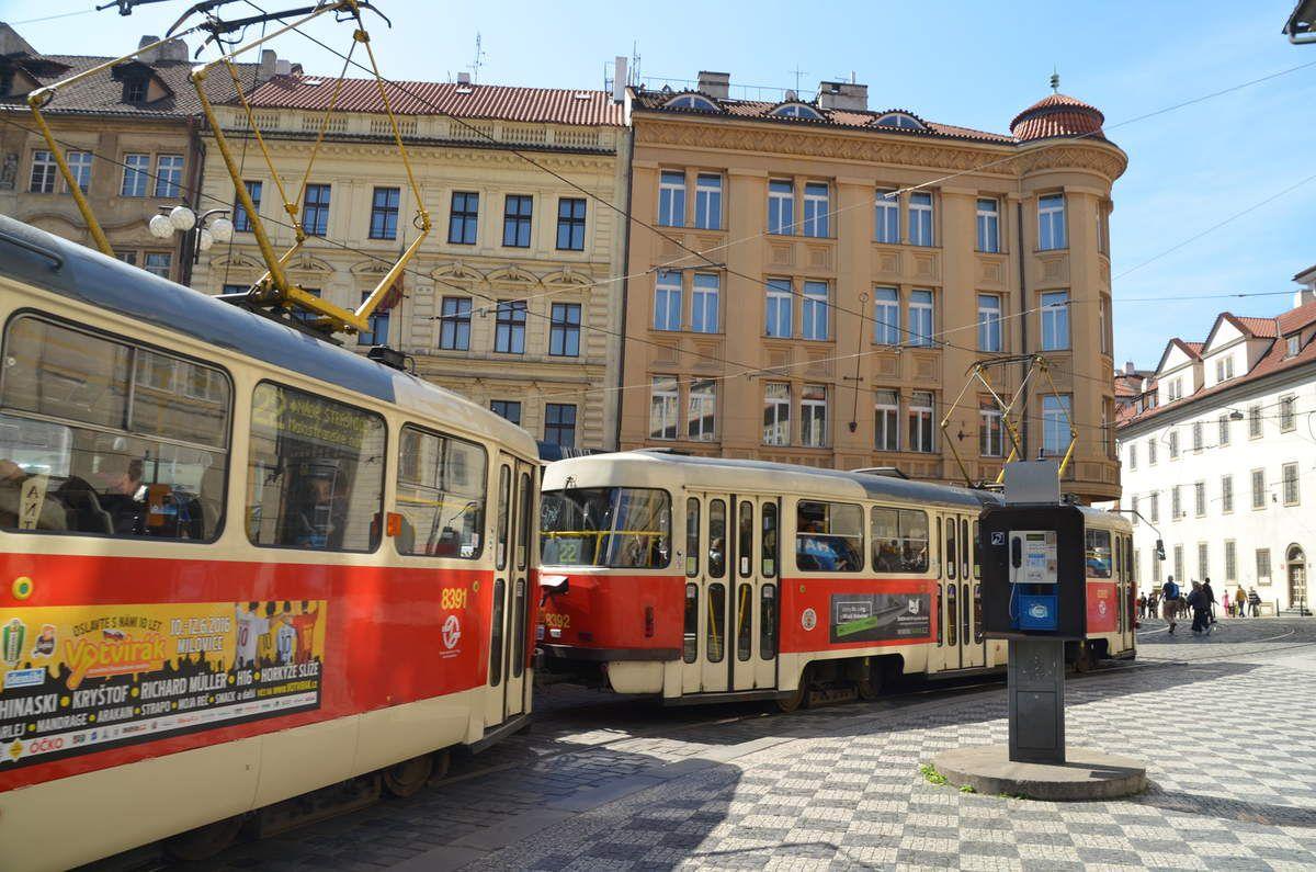 Des moyens de transport réguliers: trams, métro avec de magnifiques stations ,bus...