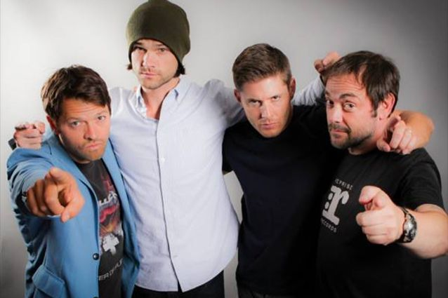 Misha Collins (Castiel), Jared Padalecki (Sam), Jensen Ackles (Dean) et Mark Sheppard (Crowley) !
