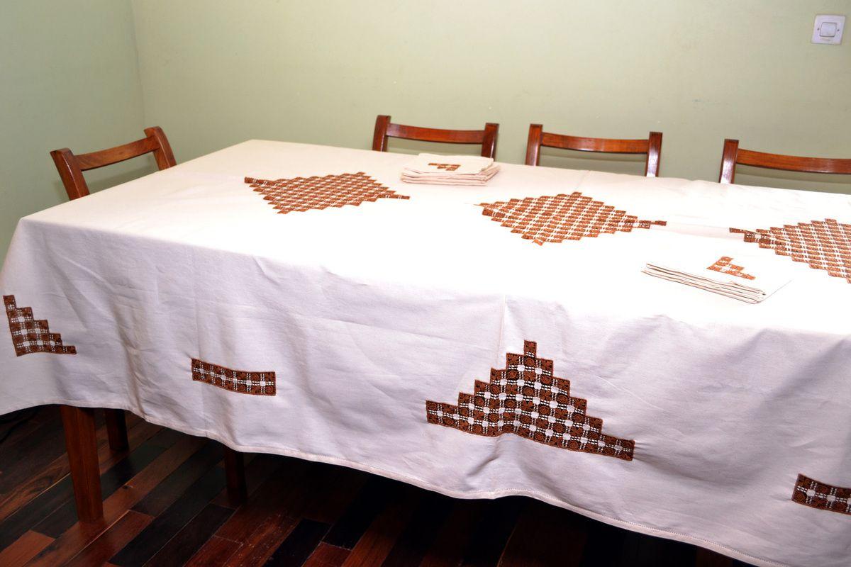 Des nappes brod es imiart madagascar - Les nappes des tables ...