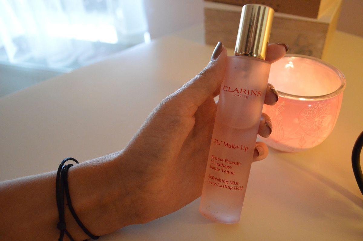 Alternativ kann man auch dieses von Clarins benutzen, welches jedoch die Haut nicht vor dem austrocknen schützt. Clarins, 20 Euro