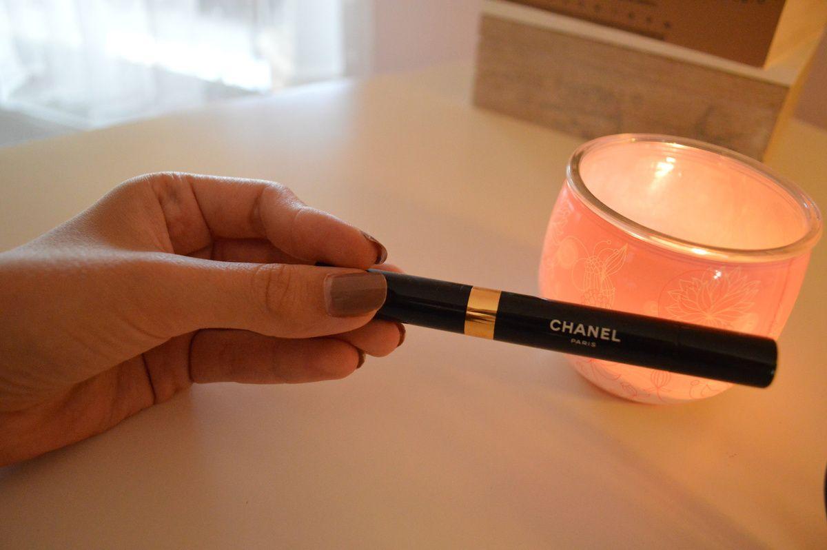 Den Concealer von Chanel benutze ich nicht immer; trage ihn aber auf, wenn ich das Bedürfnis habe. :) Wichtig ist wirklich, dass die Farbe zu eurer Foundation kombiniert ist - sonst kann das echt ein schöner Reinfall werden. Spreche hier nur aus Erfahrung :D Chanel - ca. 25 Euro