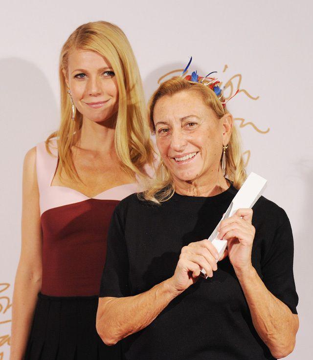 Miuccia Prada accompagné de Gwyneth Paltrow: Prix de la marque de créateur de l'année avec la marque Burberry