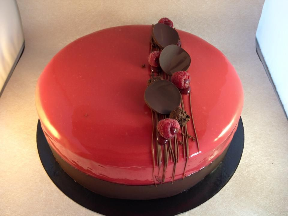 Entremet chocolat au lait framboise p tisseries co for Glacage rouge miroir