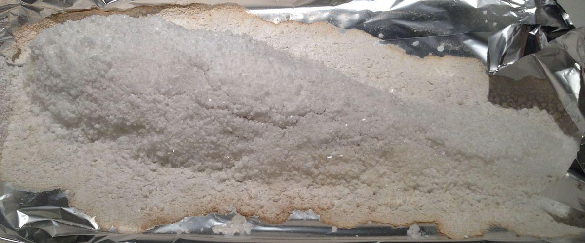 Bar de ligne entier en croute de sel