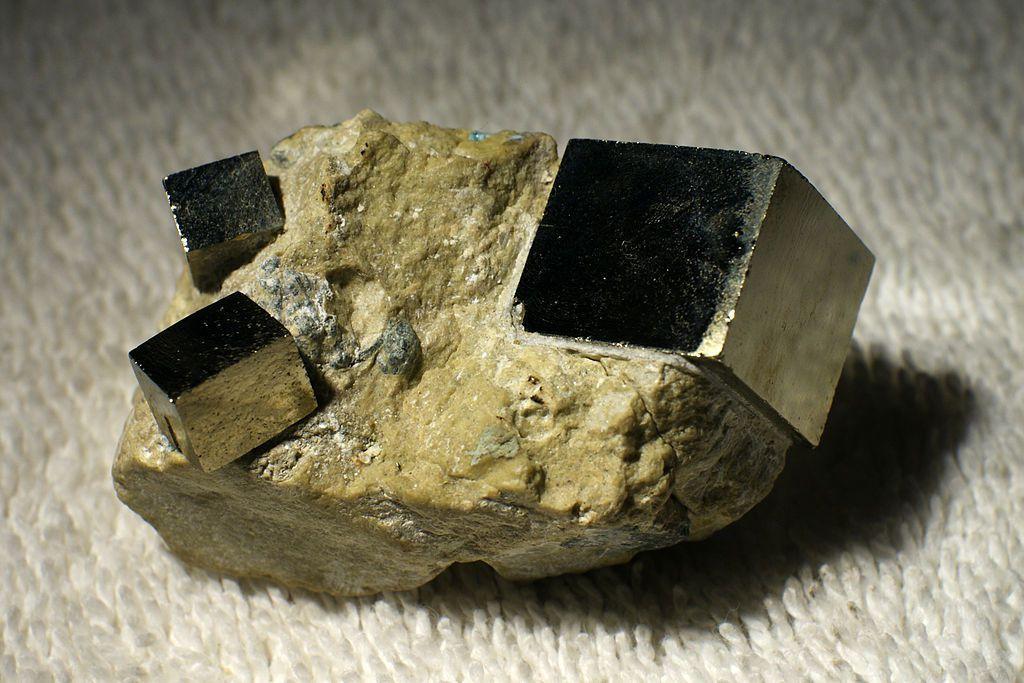 cristaux de pyrite