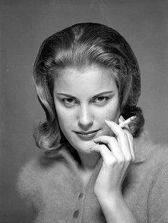 Portrait of Mary Ellen Yaggy, flickr. J'aime son regard et la façon de tenir sa cigarette !