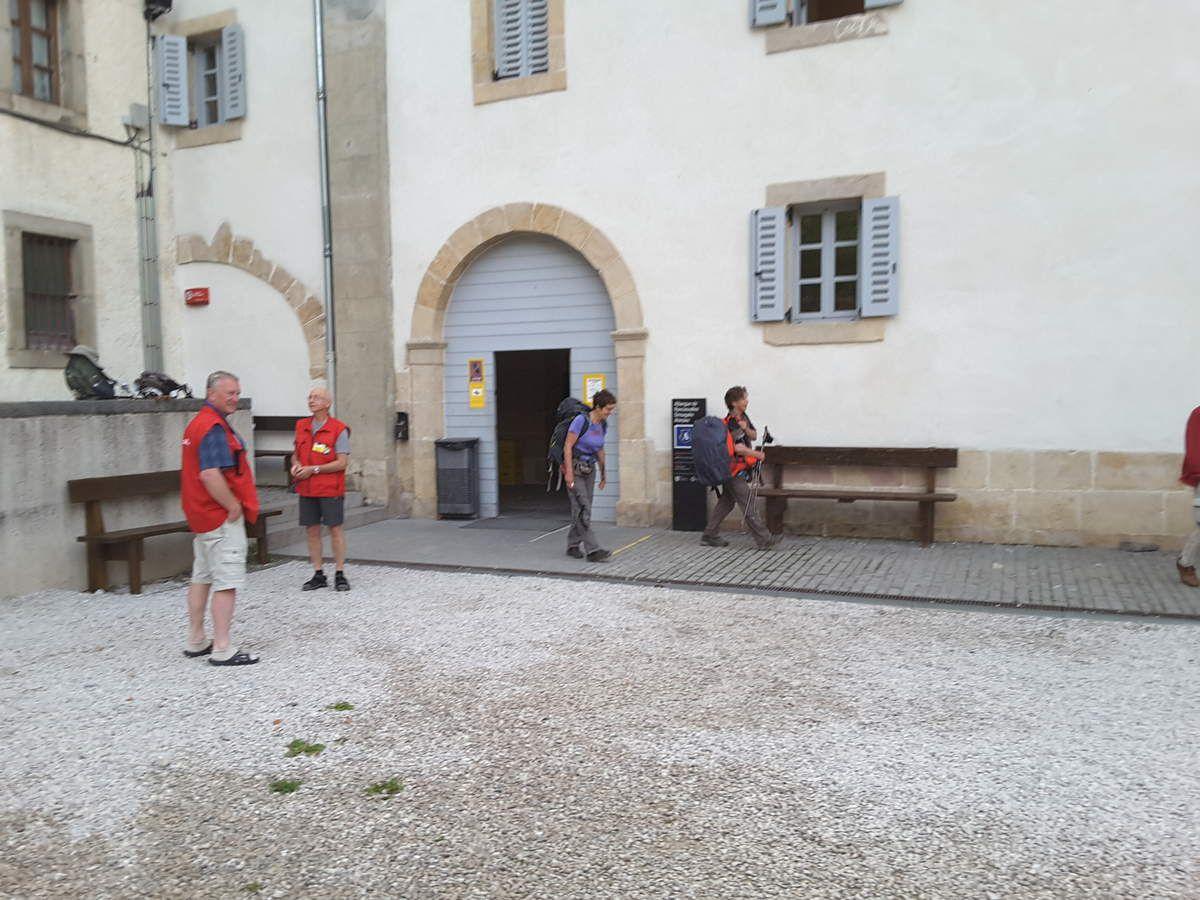 Sortie du refuge de pèlerins de Roncevaux