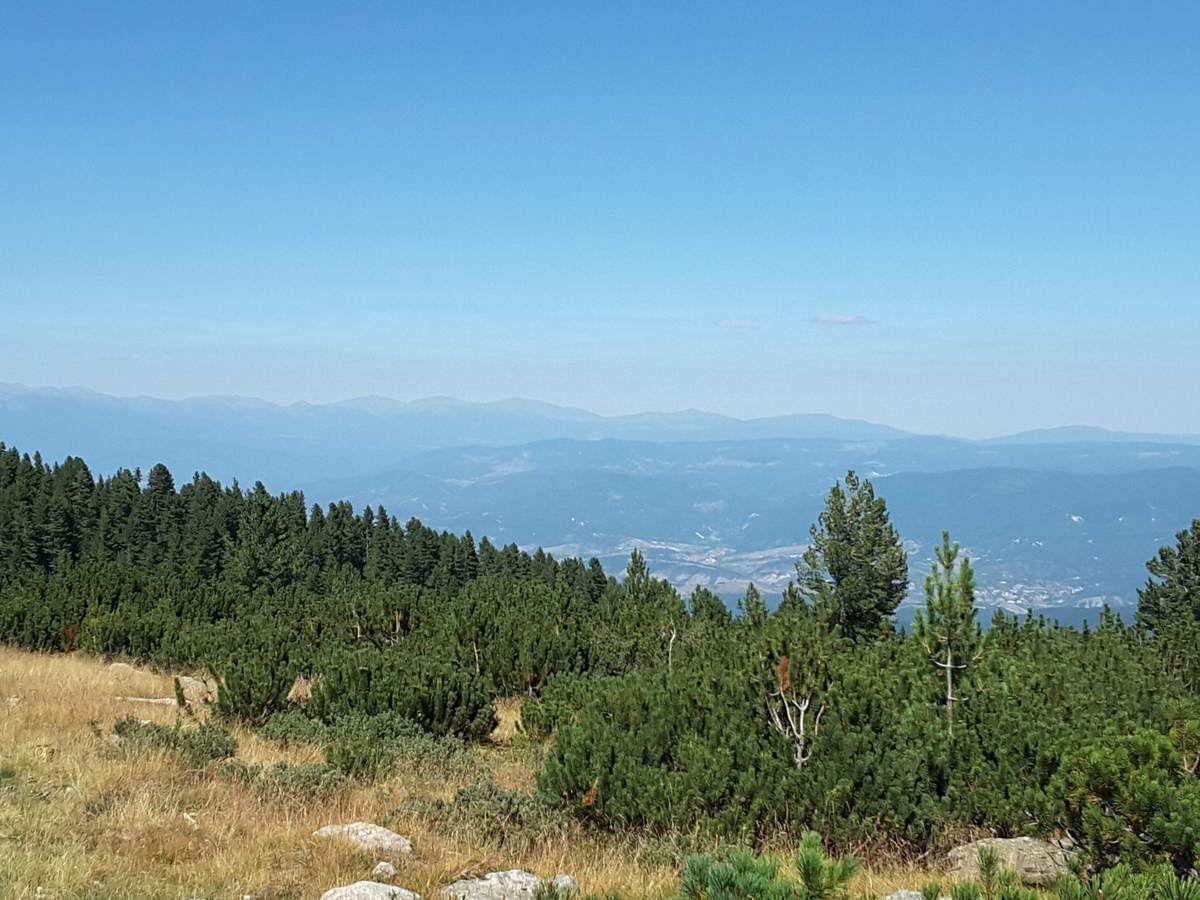Première journée dans le massif de Pirin. Dès qu' on s'élève,  on voit le massif de Rila.