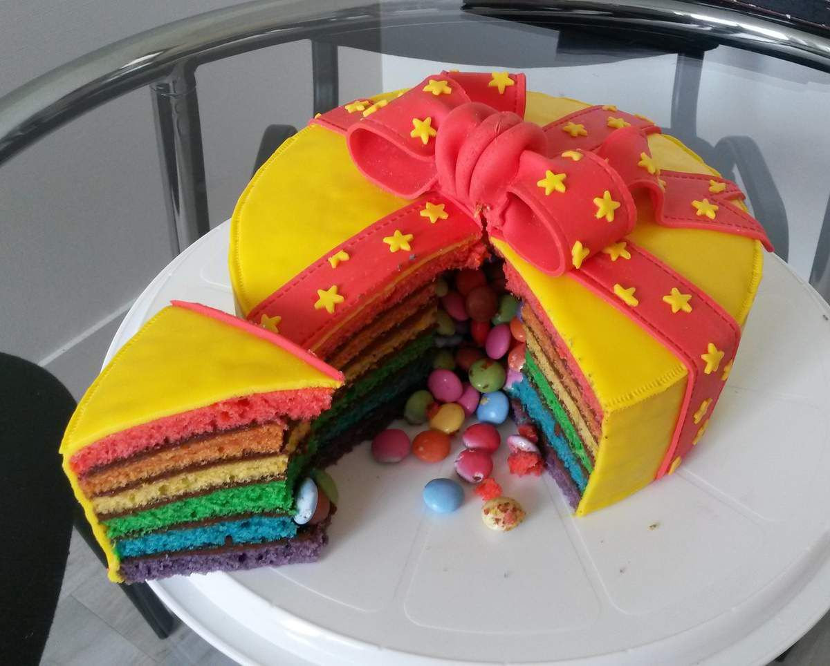 gateau surprise multicolore