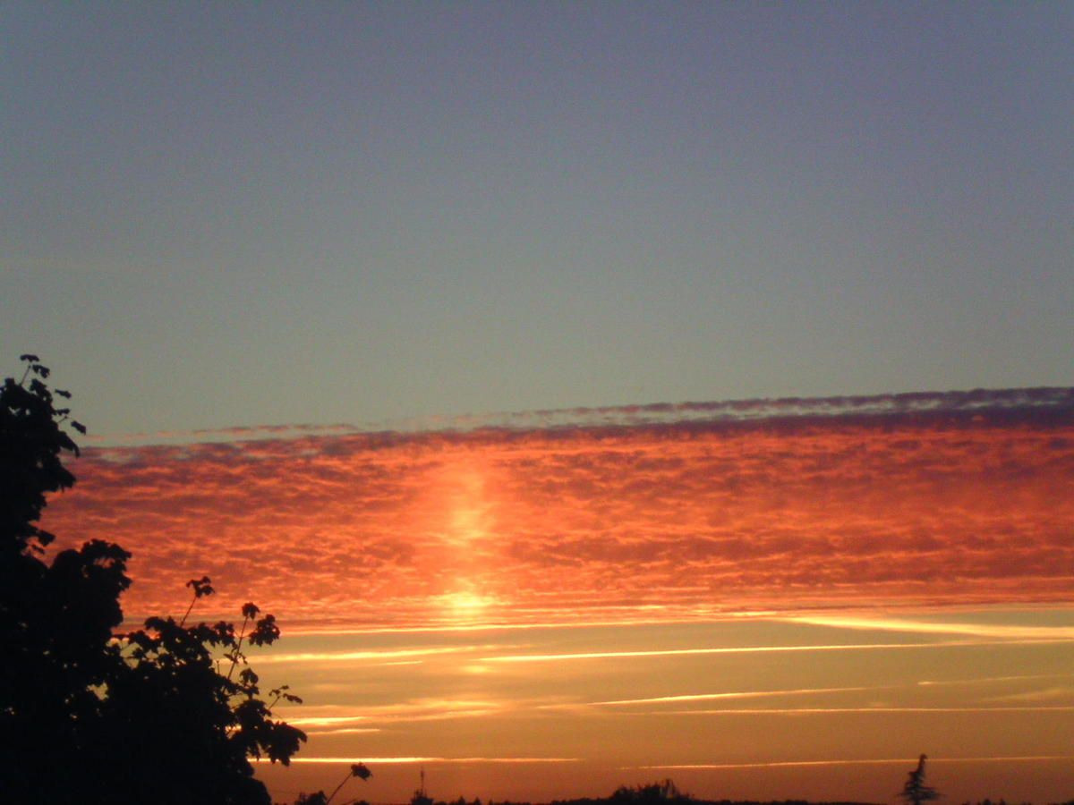 Chemtrails et nuage étrange le 23/9 sur le Maine et Loire