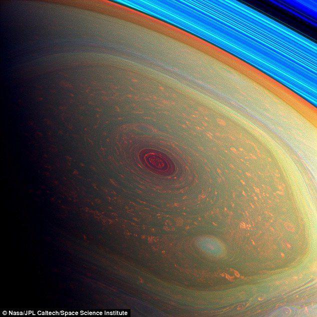 Que se passe-t-il avec l'hexagone géant au pôle nord de Saturne?