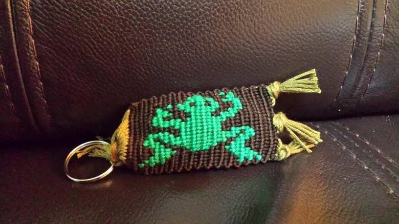 Porte clé  grenouille qui attend  d'être  offerte