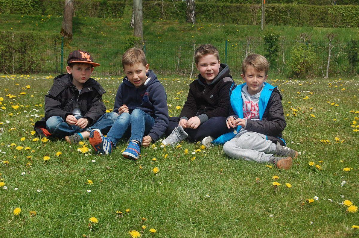 La classe des CE est partie au Val Joly du 2 au 4 mai 2016. Nous avons profité d'un cadre exceptionnel, du beau soleil, d'animations riches et variées (sportives, culturelles, environnementales, patrimoniales) et la joie de vivre ensemble de bons moments. Les CE écrivent un livre-souvenirs pour raconter plus en détails ces 3 jours intenses!