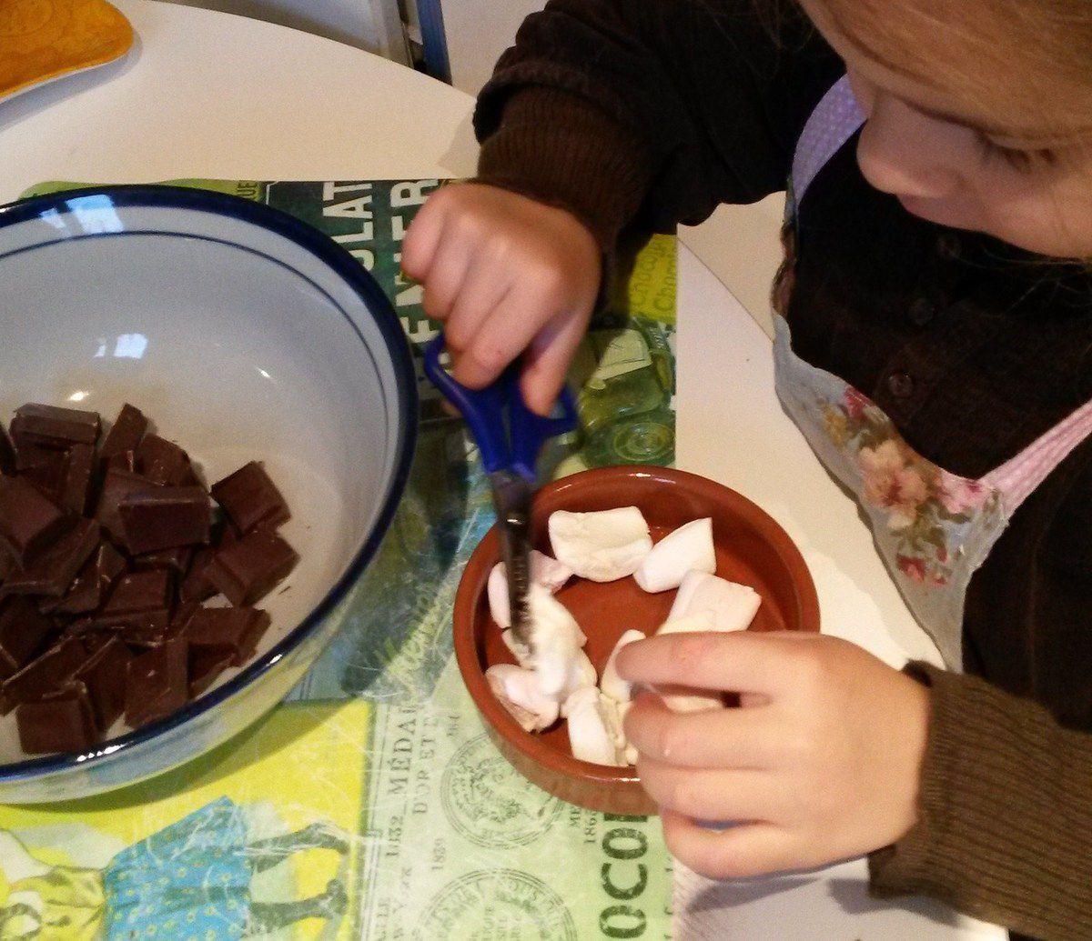 Cuisiner avec les enfants : des barres chocolatées rocky-road