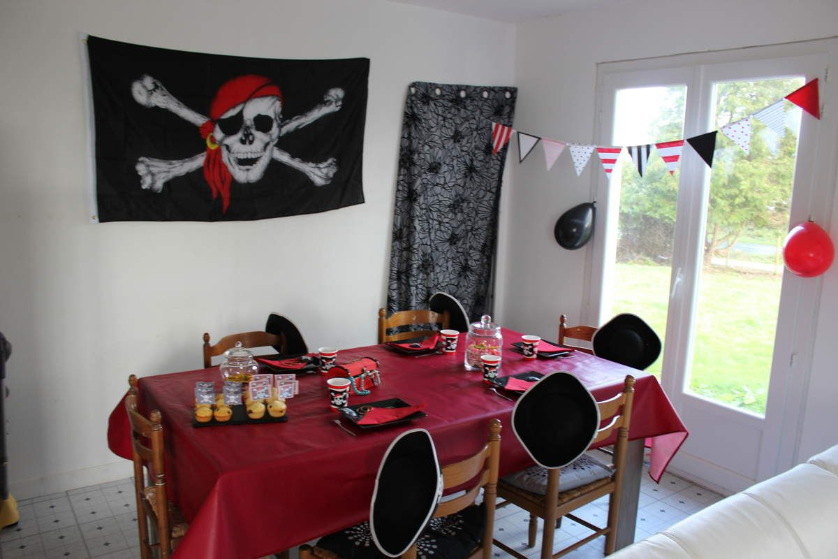 organiser un anniversaire pirate d brouille de maman. Black Bedroom Furniture Sets. Home Design Ideas