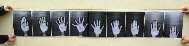 Happy Handing (photocopies N&B assemblées en frise / 189 cm x 29,7 cm)