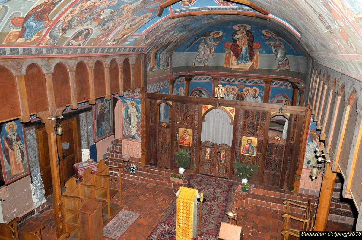 Un monastère de rite grec-melkite catholique est installé depuis plus de vingt ans dans les bâtiments d'une ancienne ferme. Ce monastère a été fondé en 1965 pour servir de relais entre deux monastères, l'un à Nazareth en Israël et l'autre à Tazert au Maroc. En 1989, à la demande des moniales de la Résurrection qui avaient fondé ce monastère, l'iconographe orthodoxe chilien Juan Echenique, peignit entièrement la chapelle de fresques, dans la meilleure tradition byzantine.