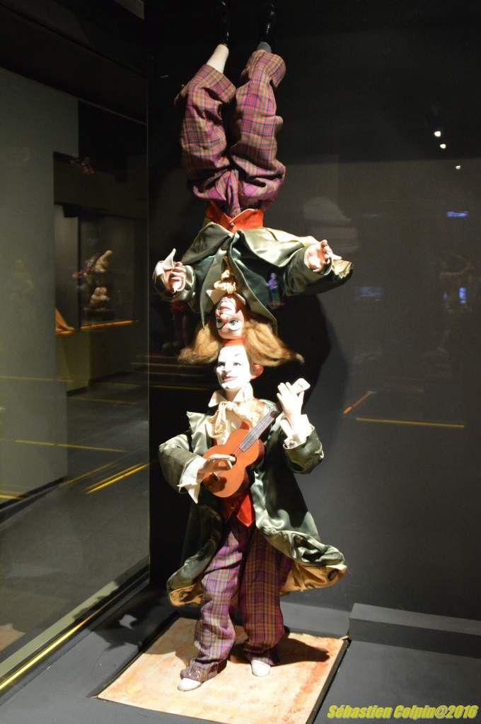 Le Musée de l'automate de Souillac est le plus grand Musée d'automates anciens et de jouets mécaniques d'Europe.  Cette collection date des XIXème et XXème siècles, issue essentiellement des ateliers Roullet Decamps, est régie par un cerveau électronique et évolue dans une ambiance de son et lumière qui transporte petits et grands dans un univers féerique.Souillac a constitué autour de l´exceptionnelle collection Roullet Decamps, acquise par l´Etat, un musée qui raconte la fascination de l´homme devant les machines fabriquées à son image.Depuis les machines d´Héron d´Alexandrie, les jacquemarts des horloges célèbres, les automates de divertissement du XVIIIème siècle, les réclames du XIXème siècle, jusqu´aux robots d´aujourd´hui, les enfants comme les adultes peuvent rêver.