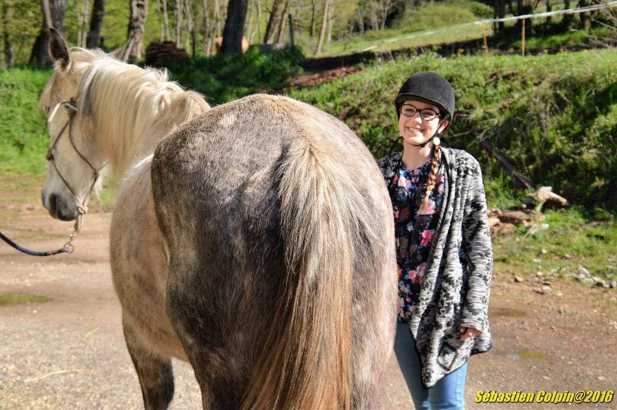Un peu d'appréhension au départ, aide à la préparation des chevaux et superbe randonnée de 2 Heures avec de vrais professionnels, les enfants ont été ravis et de merveilleux sourires de joie et de plaisir se démontraient au retour...