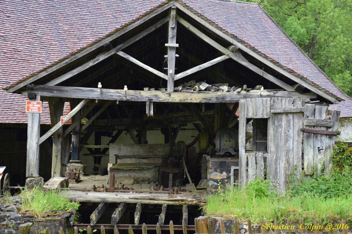 Photos prises en visite dans le cadre des journées du patrimoine Meulier en Dordogne. Classée monument historique en 1979, propriété du conseil général depuis 1990, la forge de Savignac-Lédrier fait l'objet d'un programme de restauration et de mise en valeur destiné à parfaire l'accessibilité au public sur ce site emblématique de l'industrie sidérurgique du Périgord Vert.