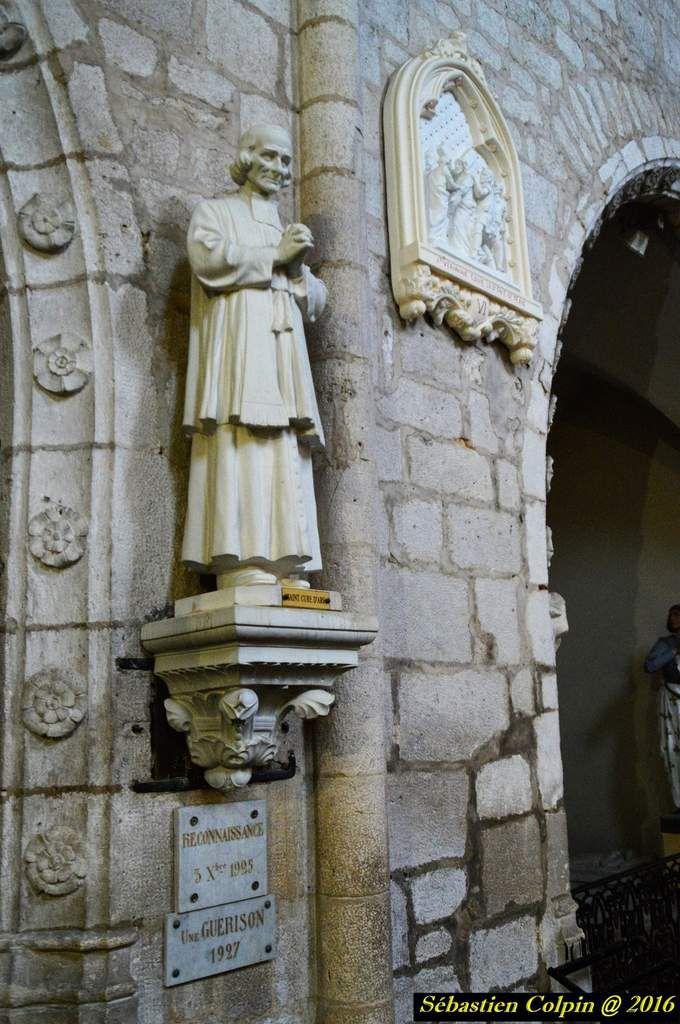 """Entre Sarlat et Bergerac, à quelques distances de Villeneuve sur lot, de Cahors et du Lot, le canton de Monpazier propose aux visiteurs de nombreuses richesses. La Bastide de Monpazier (XIIIe siècle) : authentique joyau de l'architecture médiévale, considérée comme étant la plus belle et comme étant le modèle parmi les 300 bastides du sud-ouest. En 1991, la Bastide de Monpazier, """"Un des Plus Beaux Villages de France"""" a été élevée au rang de """"Grand Site National"""" avec Biron et Capdrot permettant ainsi de préserver et de mettre en valeur ce patrimoine architectural et urbain unique. Le Château de Biron siège d'une des 4 baronnies du Périgord : tous les types d'architecture y sont représentés, du donjon du XIIe aux bâtiments du XVIIIe, en passant par les appartements et la chapelle Renaissance. Ouvert au public toute l'année. D'autres atouts sont à découvrir : les 15 églises du canton (dont 13 sont romanes), les nombreux artistes et artisans d'art, les producteurs, les marchés, le marché aux cèpes, les visites guidées, les sorties archéologiques."""