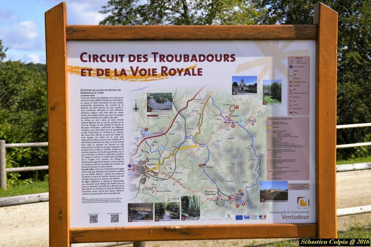A 562 mètres d'altitude, sur un éperon rocheux qui domine de deux cents mètres les gorges de la Luzège, le château de Ventadour (Moustier-Ventadour, Corrèze) dresse ses ruines imposantes dans un site qui évoque à la fois la puissance de la féodalité médiévale et l'éclosion de l'amour courtois auquel reste attaché le nom du troubadour Bernard de Ventadour. Le site castral a vu le jour au XIe s. lorsque Ebles 1er, second fils d' Archambaud de Comborn, est devenu vicomte de Ventadour (1059). Les plus anciens vestiges actuellement conservés remontent à la fin du XIIe s. On peut observer encore aujourd'hui, les remparts, la tour ronde, le logis seigneurial et la chapelle Saint-Georges. Le château commandait la vicomté de Ventadour, les villes d' Ussel et d' Egletons. Durant plus d'un siècle (XIIème - XIIIème siècle), le château de Ventadour fut un foyer de création artistique, un des plus importants des pays occitans. Les troubadours se réunissaient au château pour créer et comparer leurs poèmes. Eble II vicomte du château de Ventadour était considéré comme un maître dans l'art du 'trobar'. C'est dans cet environnement cultivé que Bernard de Ventadour a été initié à la création poétique.
