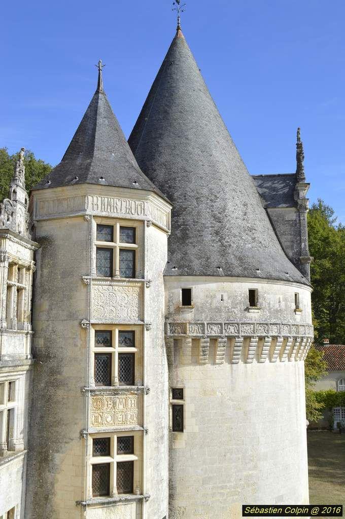 L'existence d'une maison forte à l'emplacement du château actuel est attestée depuis le XIIe siècle. Une partie des substructions du château appartiennent à ce repaire médiéval. Jean de La Marthonie, conseiller au Parlement de Guyenne, avait acquis dans la seconde moitié du XVe siècle la seigneurie de Saint-Jean de Côle, à quelques lieues de Puyguilhem. Son fils Mondot fut le quatrième président de cette instance bordelaise jusqu'en 1515. Il accrut les possessions familiales en achetant, vers 1508, le repaire de Puyguilhem à un certain Alzias Flamenc.   Pierre Mondot, de la Marthonie, par ses services de juriste patenté au parlement de Guyenne, sut se rendre indispensable à la cour, en particulier auprès de Louise de Savoie, duchesse d'Angoulême. Dès l'accession au trône de François 1er, Mondot reçut le prix de sa loyauté envers la mère du roi et fut, le 3 février 1515, un mois après l'avènement, nommé premier président du Parlement de Paris, remplaçant Antoine Duprat nommé chancelier.   Cette très haute charge faisait de lui un des grands serviteurs de la couronne. Le Parlement de Paris, cour souveraine, était pourtant, depuis le règne de Louis XI, placé dans un état de dépendance relative, puis de plus en plus affirmé. La nomination de La Marthonie, ouvertement soutenue par la mère du roi, fit l'objet de remontrances du Parlement, comme celles de ses successeurs également parrainées par des proches du roi. François 1er répliqua avec la plus grande fermeté et confia même à Mondot, le temps de sa première expédition en Milanais, l'assistance des affaires du royaume auprès de la régente Louise de Savoie. En l'absence du roi, Mondot se vit remettre la garde du petit sceau, charge assuré en temps de paix par le chancelier. Au printemps 1517, jouissant toujours de la faveur royale, Mondot de la Marthonie mourut brutalement au château de Blois, dans des circonstances restées un peu mystérieuses. Sa réussite lui valut-elle de si solides inimitiés qu'elles le conduisirent 