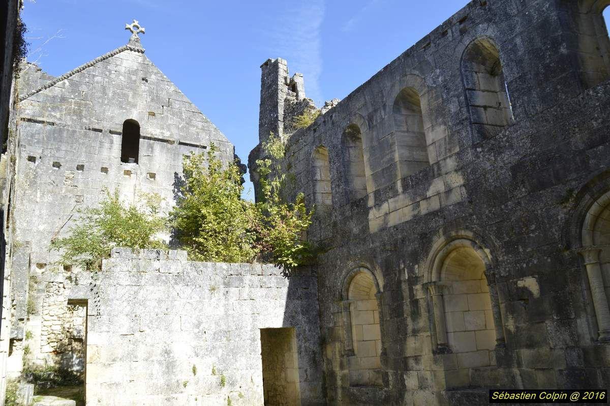 L'abbaye Notre-Dame de Boschaud (de Bosco Cavo, « bois creux ») est une ancienne abbaye cistercienne, fondée au XIIe siècle par les moines de l'abbaye Notre-Dame-de-Ré, et qui était située sur le territoire de la commune de Villars, en Dordogne.