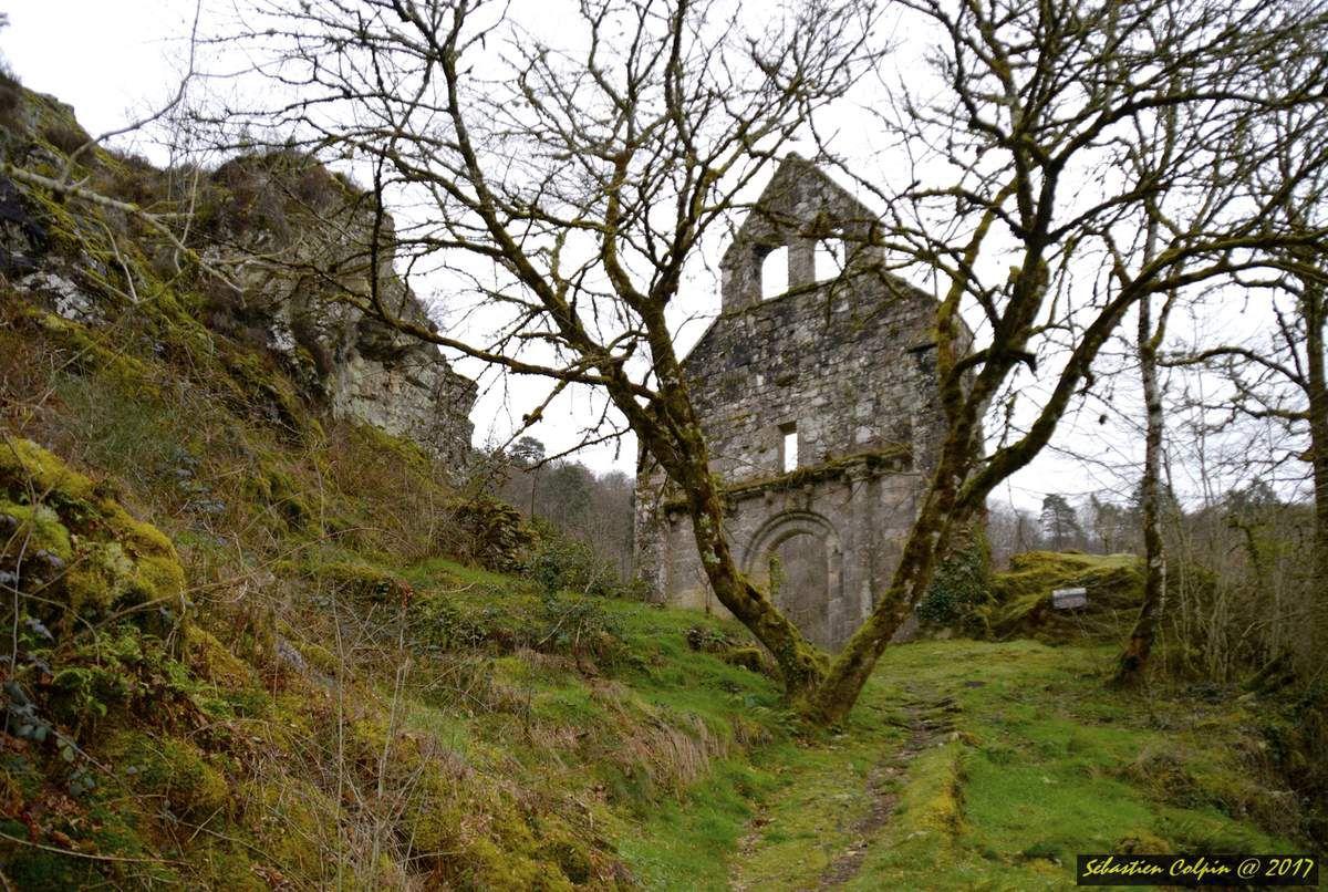L'Eglise abandonnée au coeur d'une forêt légendaire et mystérieuse en Corrèze