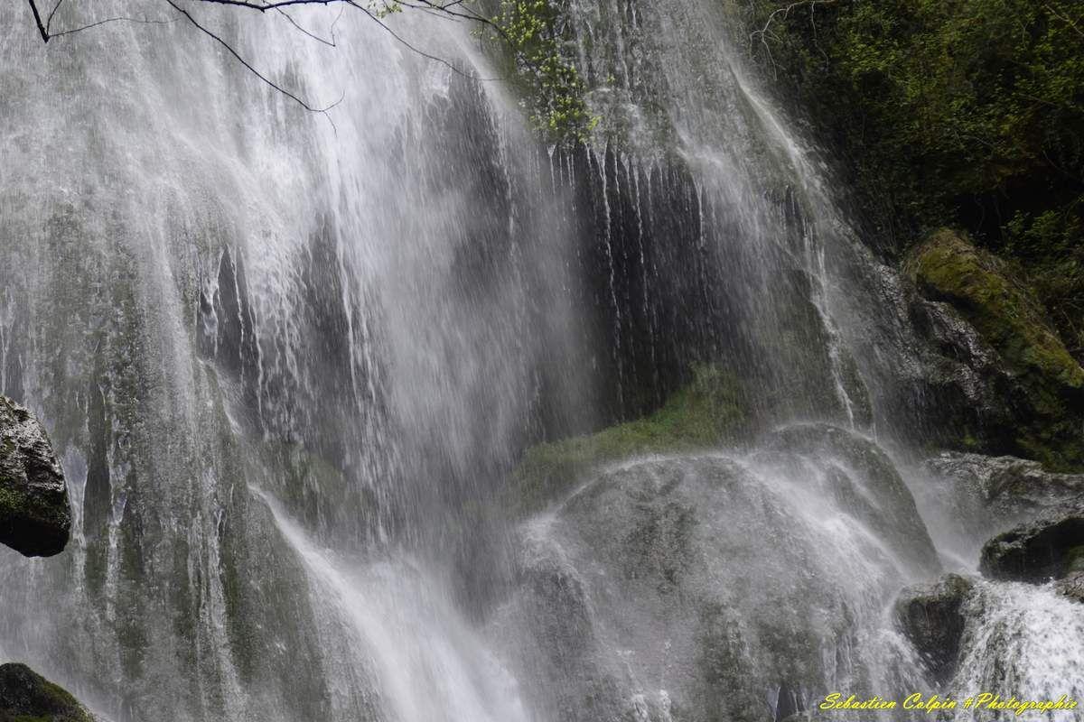 Autoire dans le Lot, sa cascade et le château des anglais