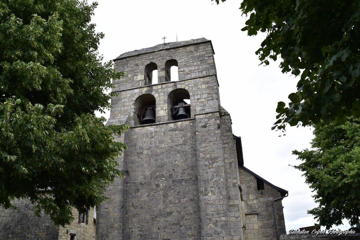 Yssandon en Corrèze, le Puy, la Tour féodale, l'Eglise et les tables d'orientation