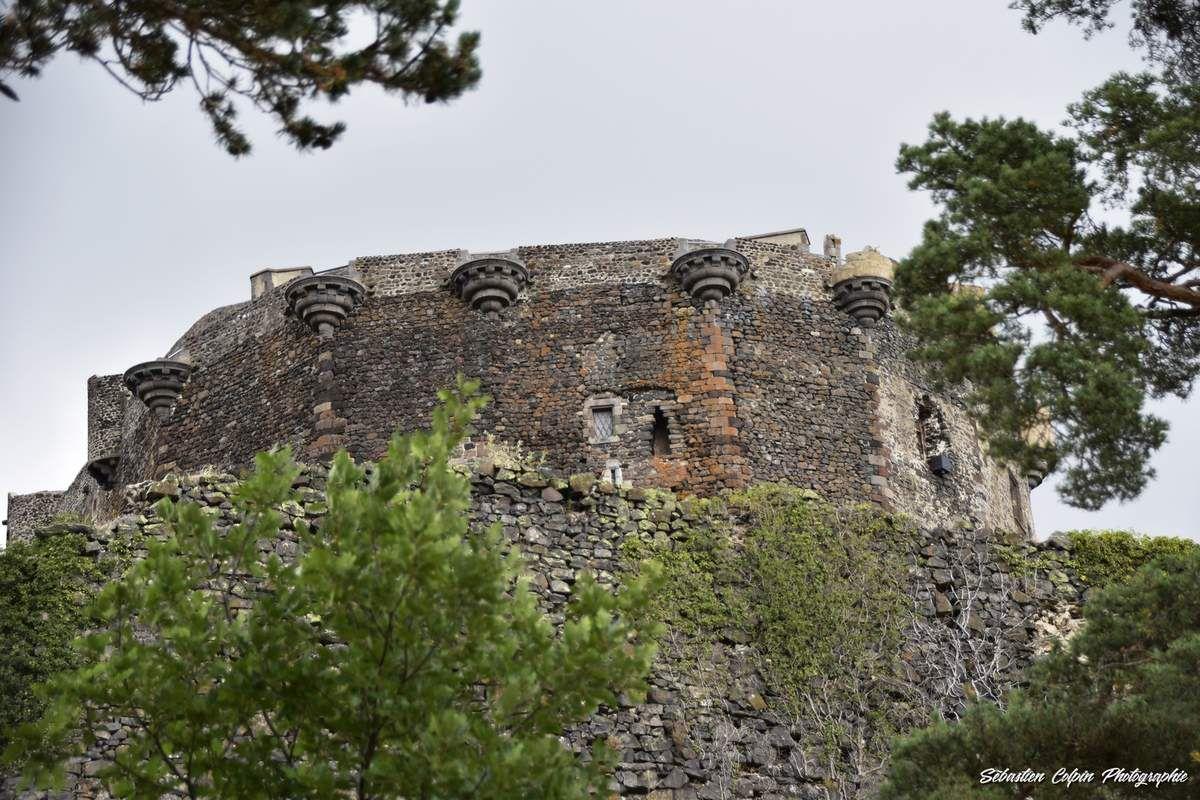 Château féodal de Murol en Auvergne dans le Puy de Dôme