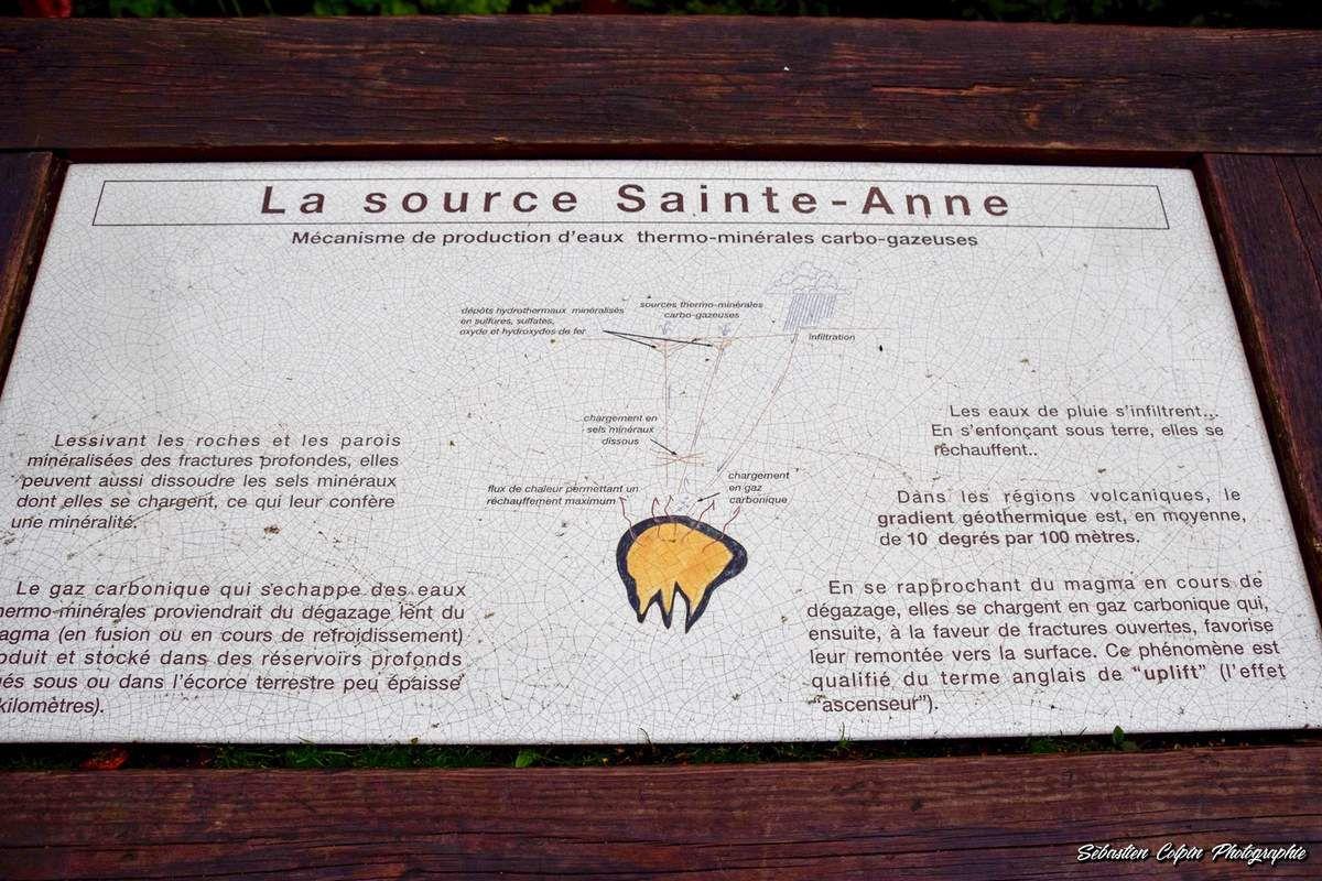 Réserve naturelle nationale de la vallée de Chaudefour et la fontaine d'eau ferrugineuse dans le Puy de Dôme