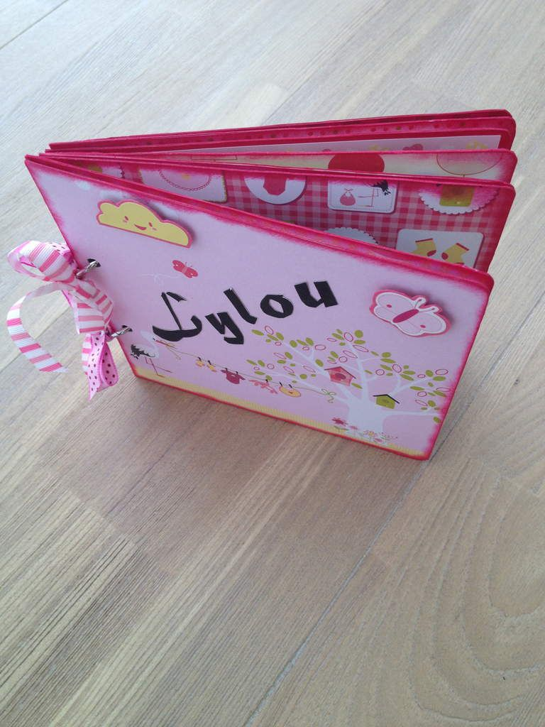 Format 15 x 15 - mini album naissance petite fille Lylou