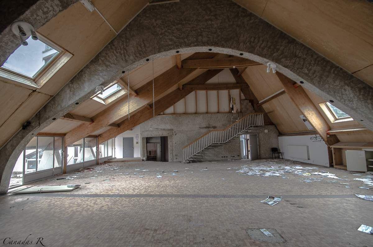 Le grand hall, principal lieu de vie.