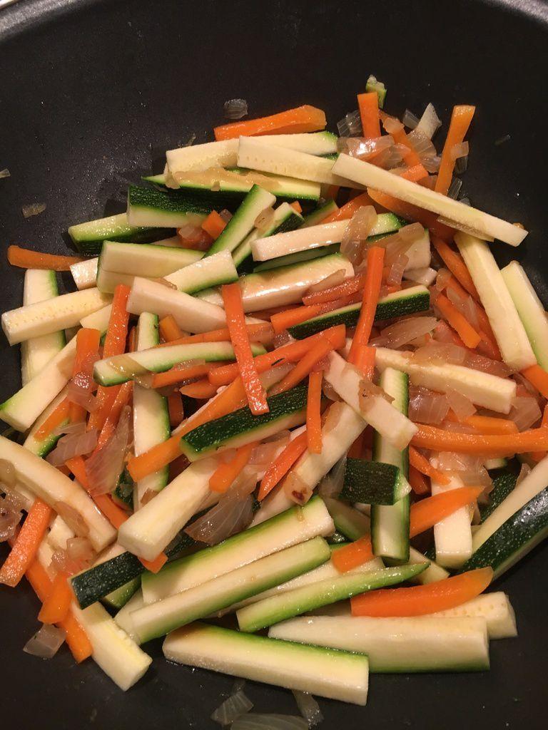 Nouilles chinoises aux légumes, sauce aigre douce