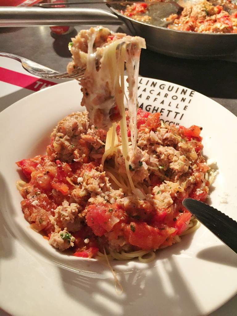 Capellini aux boulettes de thon/mozzarella à la sauce tomates