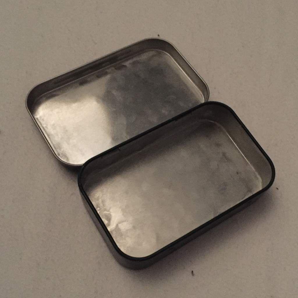 Les contenants : la petite boîte métallique