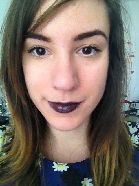 Rouge à lèvres noir : comment le porter sans avoir l'air de sortir du film Ma famille Adams?