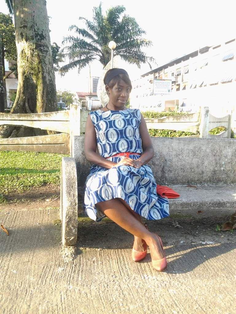 Collier - ceinture - sac (tous similaires) - robe en wax ivoirien - chaussures (Ninewest)