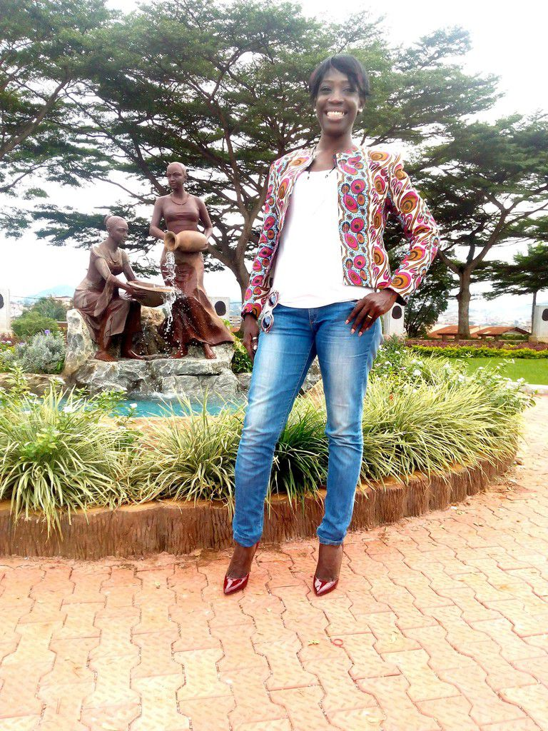 En veste pagne à Yaoundé